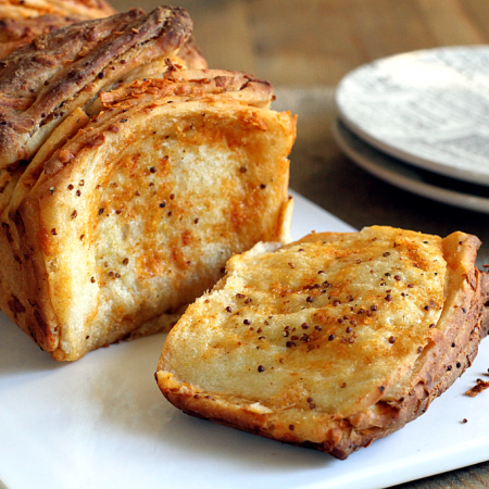 Wine and Cheese Pull-Apart Bread_close