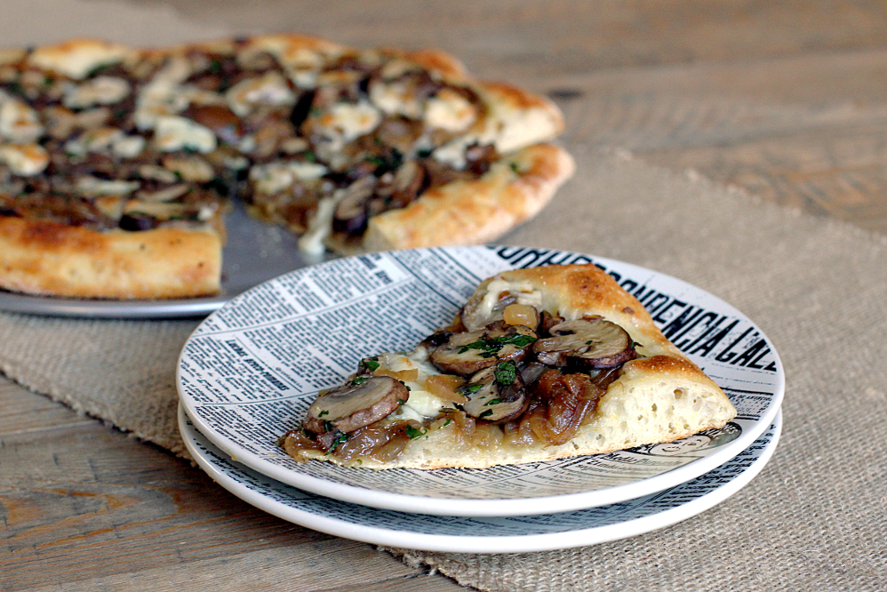 Brie, Caramelized Onion and Mushroom Pizza_slice
