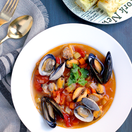 fresh-clam-and-mussel-stew_close