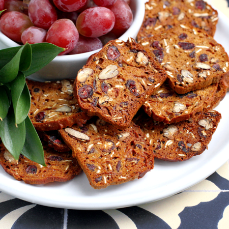 dried-cranberry-and-pecan-crisps_close