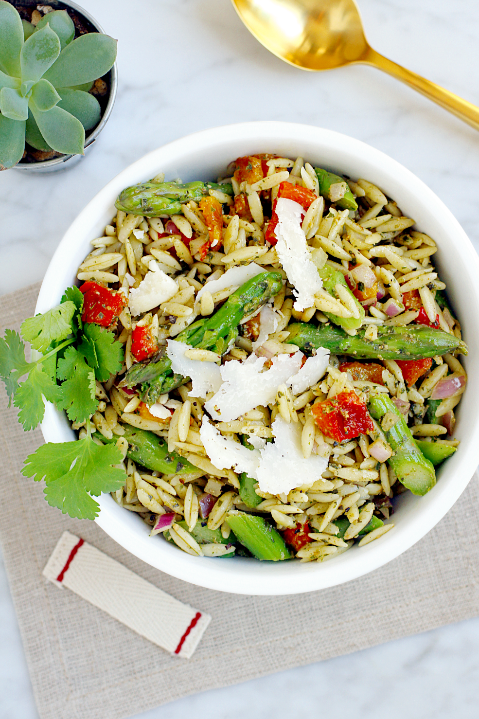 Image of orzo pasta salad with basil pesto.